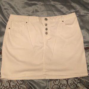 NEW!  Maurice's White Skirt